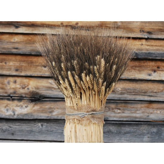 Blackbeard Vertical Wheat Cone Centerpiece